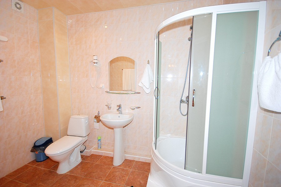 Туалетная комната в номере Люкс Бизнес отеля Экодом Сочи