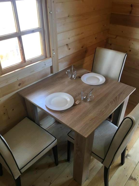 Кухня для самостоятельного приготовления пищи в отеле ЭкоХаус