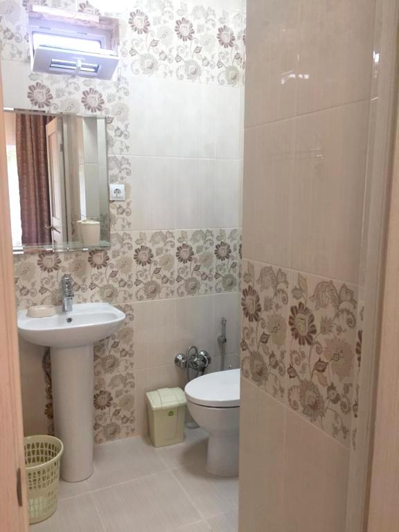 Туалетная комната Стандартного номера в гостевом доме Эльбрус