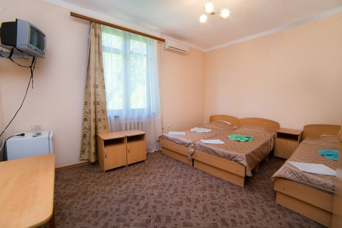 Стандартный трехместный номер гостиницы Эллада