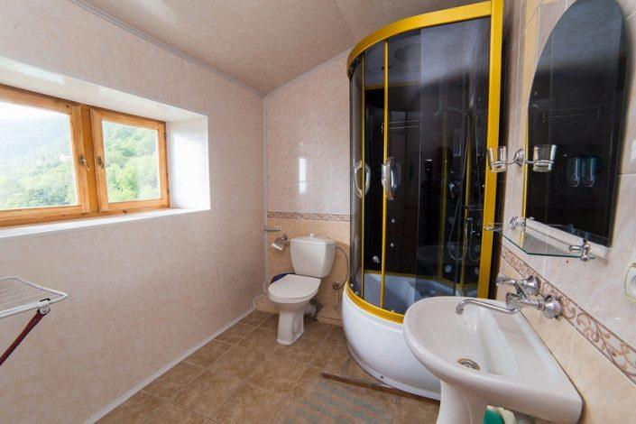 Туалетная комната номера Люкс гостиницы Эллада