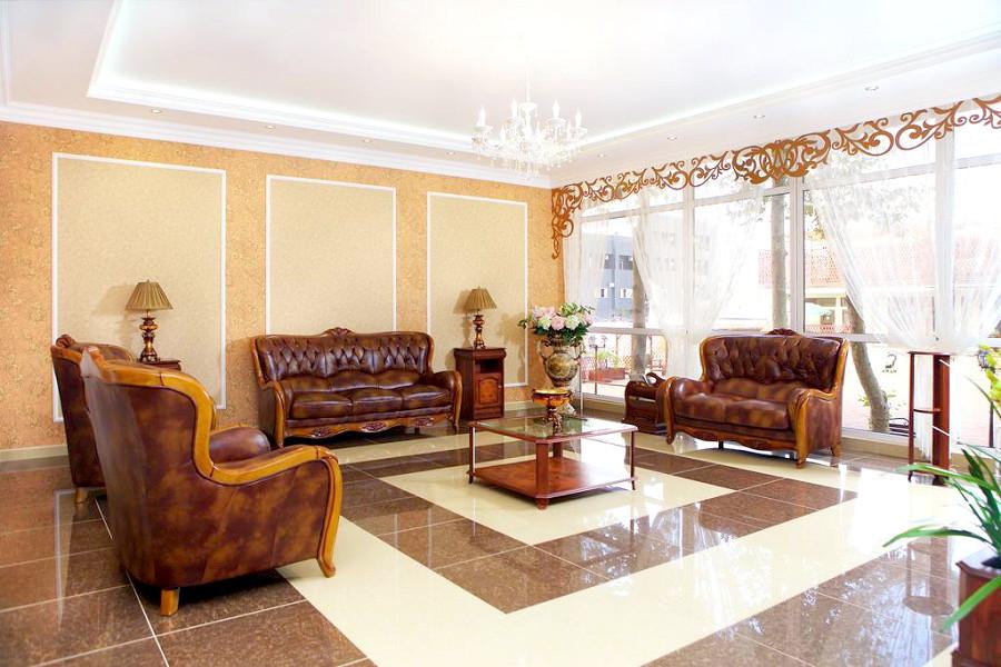 Холл отеля Эмеральд