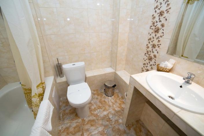 Туалетная комната номера Полулюкс отеля Эмеральд
