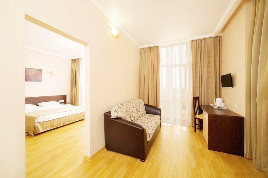 Люкс двухкомнатный отеля Эмеральд