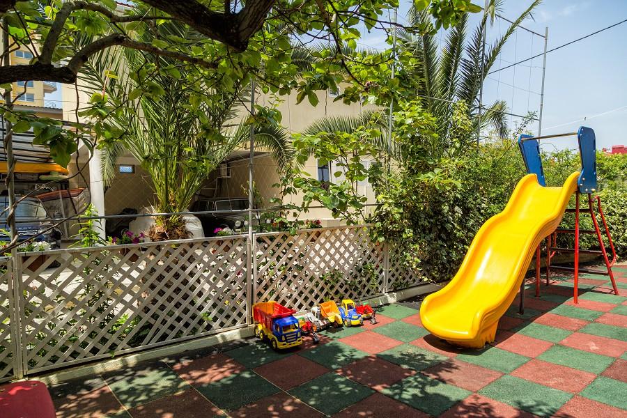 Детская игровая площадка гостевого дома Эв Рошель