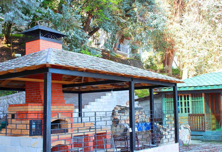 Площадка для барбекю пансионата Эвкалиптовая роща, Кындыг, Очамчыра, Абхазия
