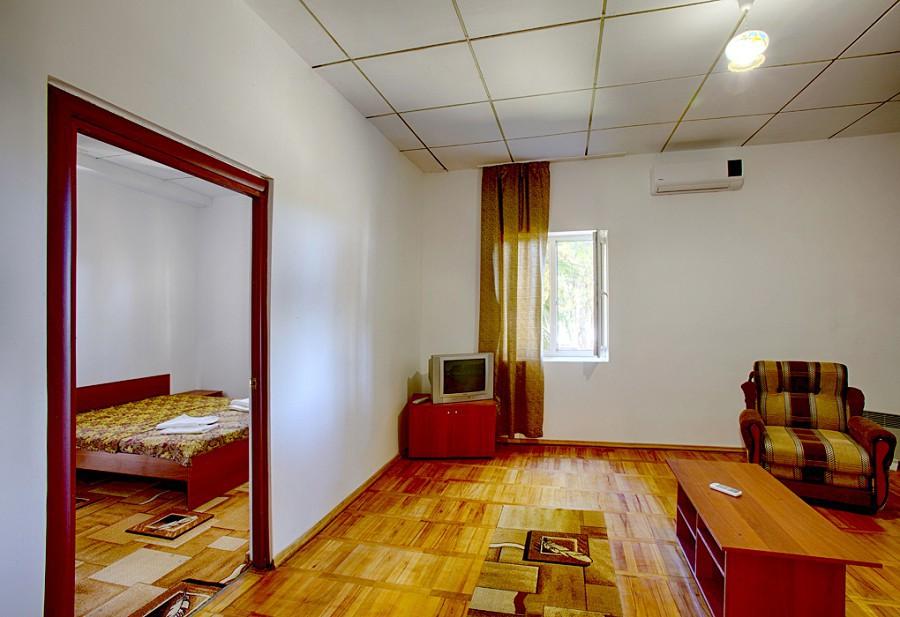 Люкс двухместный двухкомнатный пансионата Эвкалиптовая роща, Кындыг, Абхазия