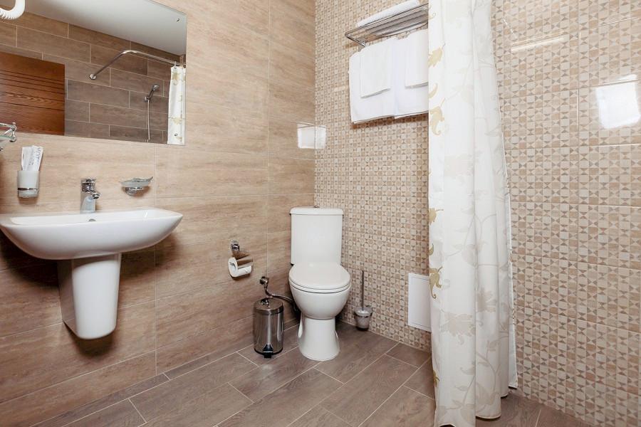 Туалетная комната Стандартного номера отеля Family Pride Inn