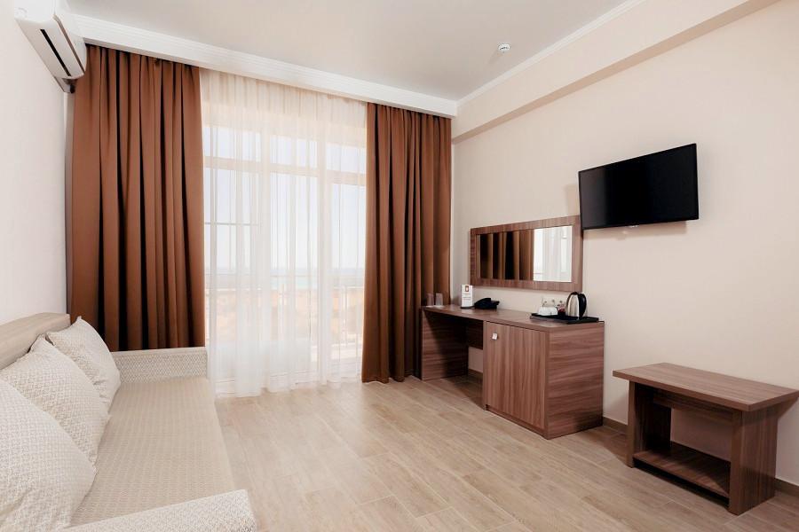 Люкс двухместный двухкомнатный отеля Family Pride Inn