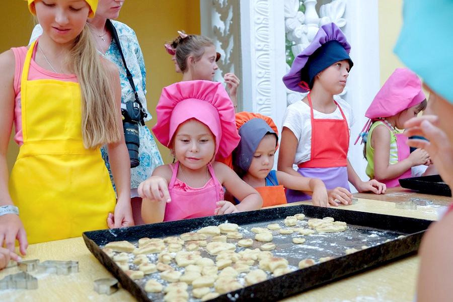 Мастер-класс для детей в отеле Family Resort