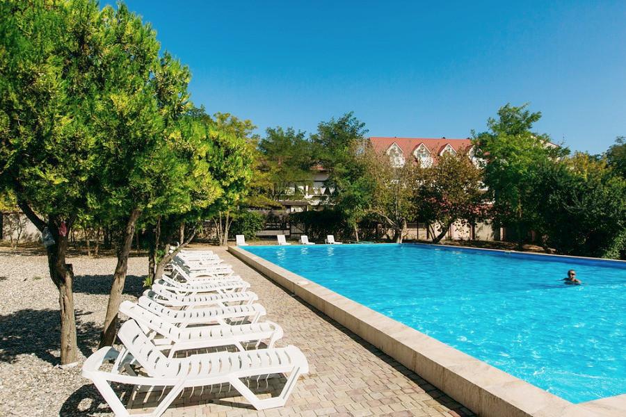 Бассейн отеля Family Resort