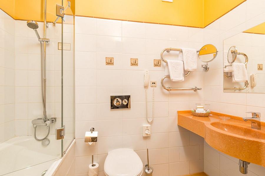 Туалетная комната номера Супериор Семейный отеля Довиль