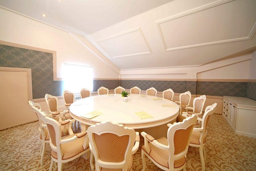 Переговорная комната отеля Довиль