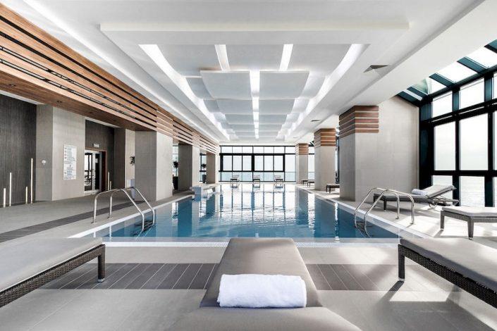 Крытый бассейн отеля Довиль