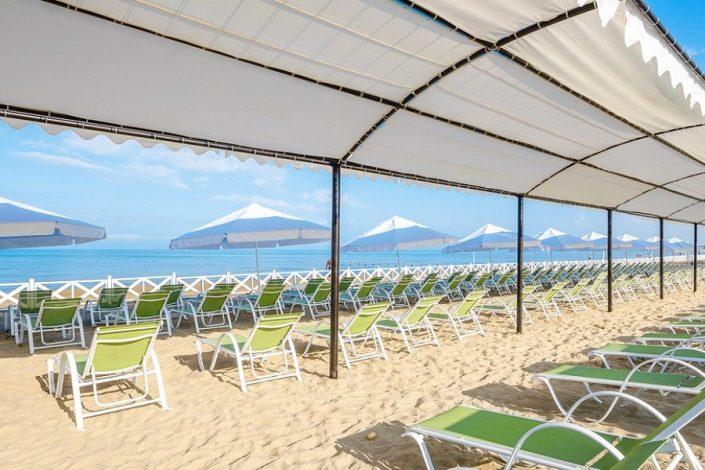 Пляж отеля Довиль