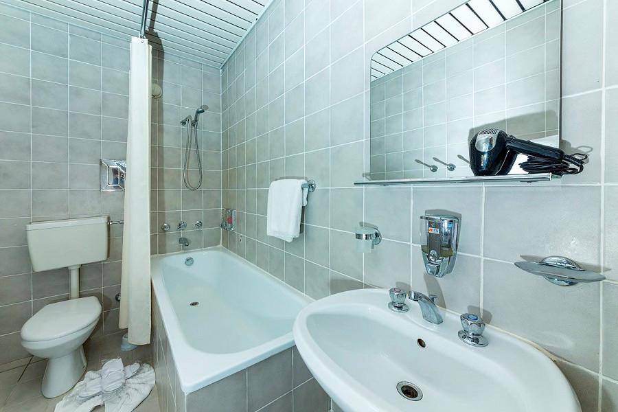 Туалетная комната номера Стандарт Семейный отеля Ривьера