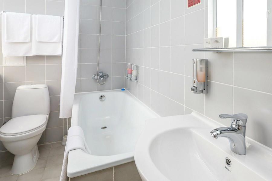 Туалетная комната номера Стандарт Семейный Плюс отеля Ривьера