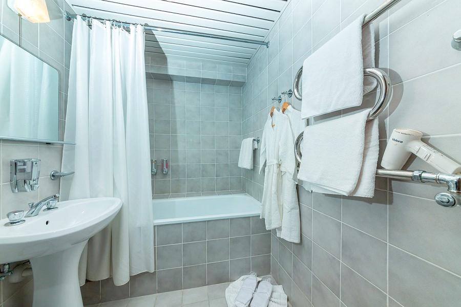 Туалетная комната номера Сюит Семейный отеля Ривьера