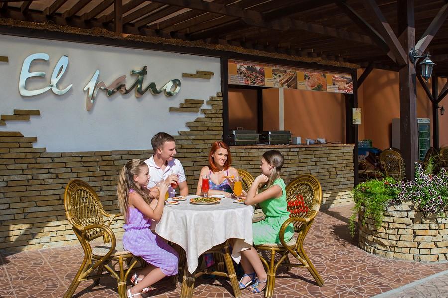 Снек-бар El Patio отеля Ривьера