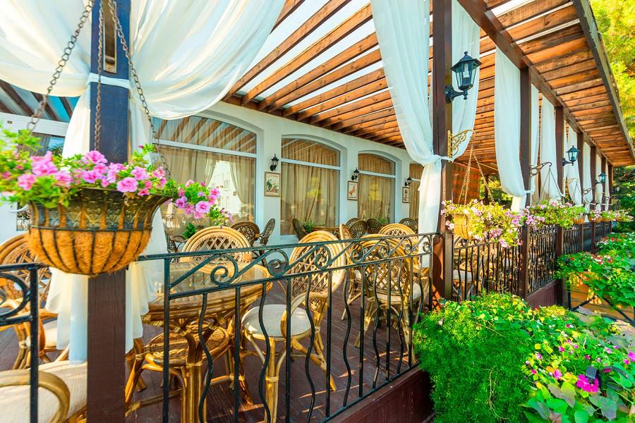 Гастрономическое кафе Mon Plaisir отеля Ривьера