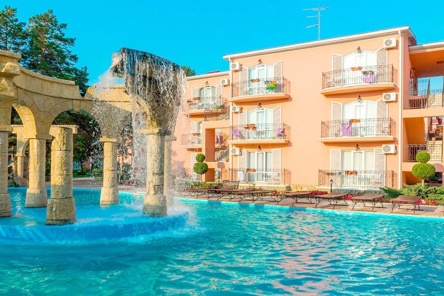Бассейн отеля Ривьера