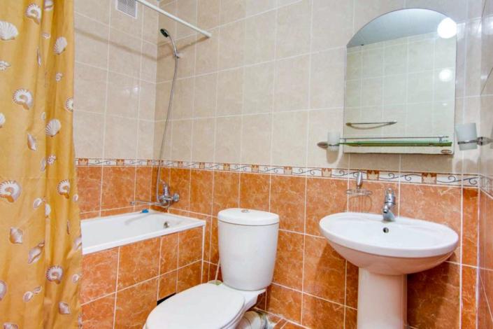 Туалетная комната номера Полулюкс пансионата Фея-2
