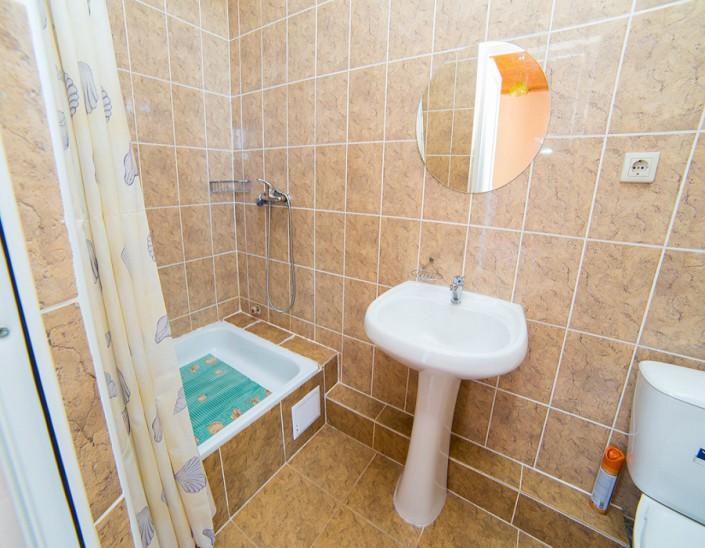 Туалетная комната Стандартного номера гостевого дома Фортуна