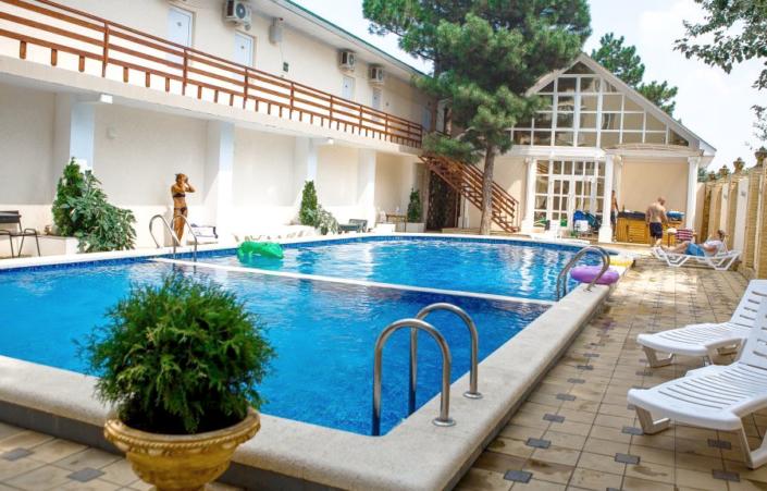 Бассейн отеля Фотини