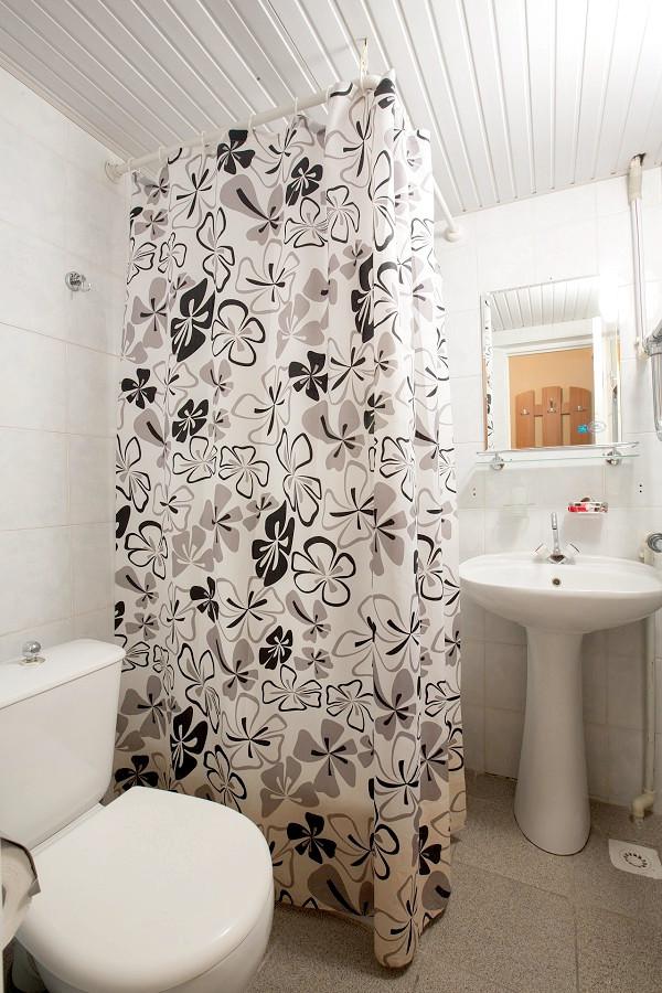 Туалетная комната Стандартного номера 1 категории пансионата Фрегат
