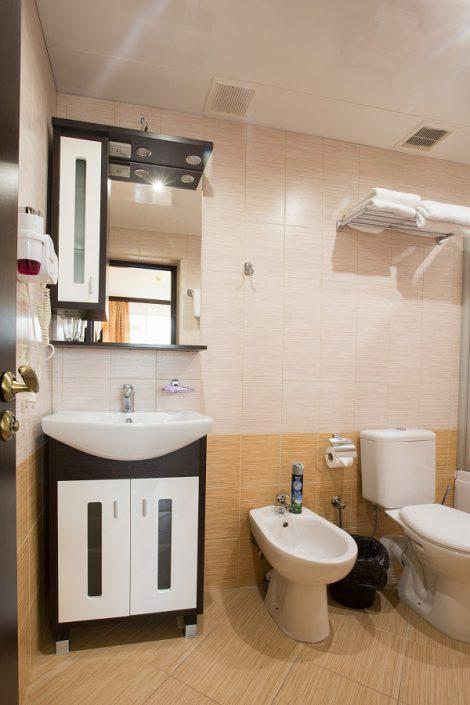 Туалетная комната номера Люкс пансионата Фрегат