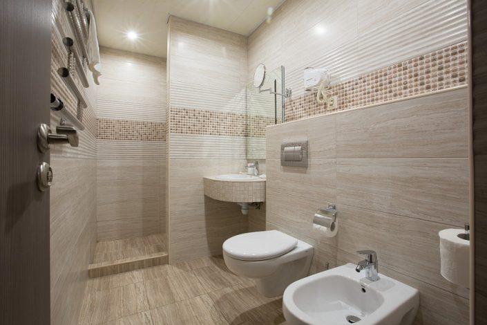 Туалетная комната номера Студия VIP пансионата Фрегат