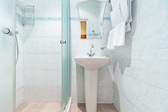 Туалетная комната номера Стандарт двухкомнатный санатория им. Фрунзе