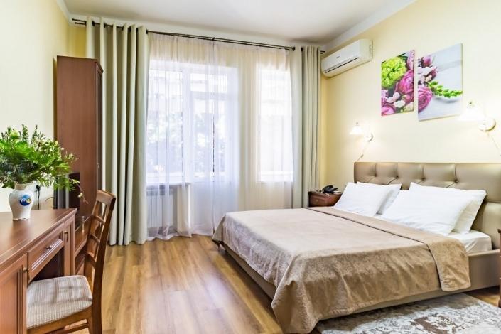 Двухместный номер с двуспальной кроватью санатория им. Фрунзе