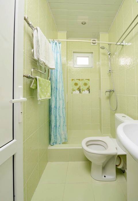 Туалетная комната номера Полулюкс гостевого дома Гагра-Лазурная