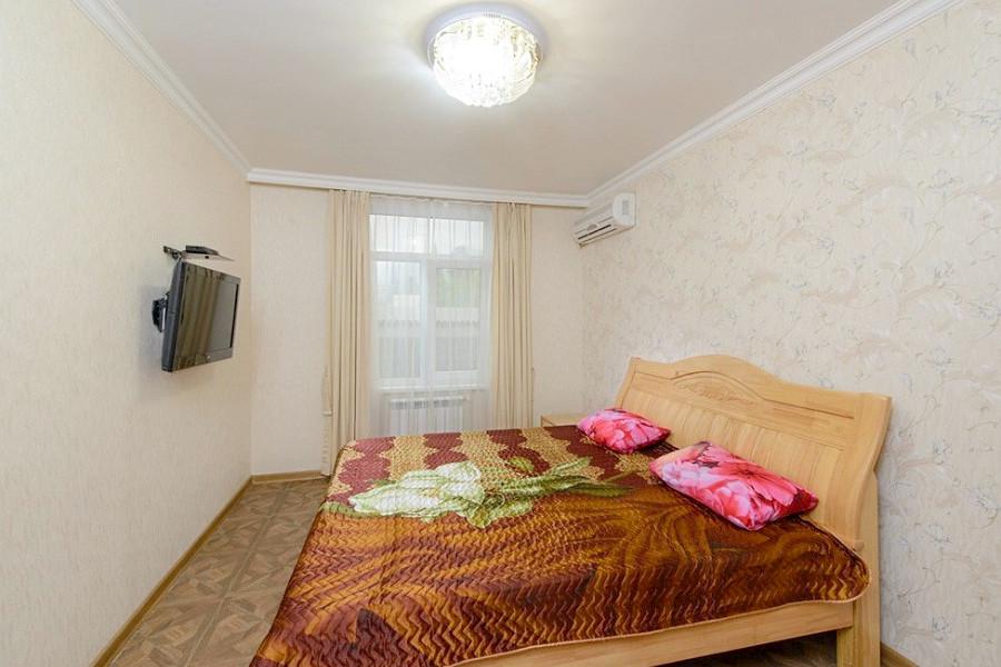 Люкс двухместный двухкомнатный гостевого дома Гагра-Лазурная