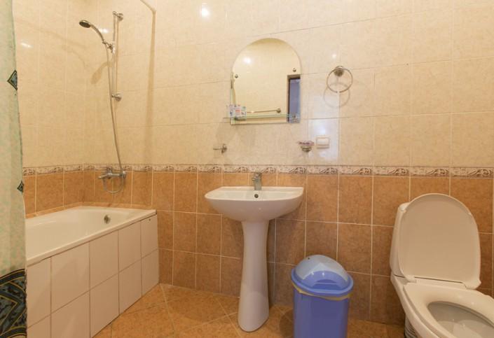 Туалетная комната Стандартного двухместного двухкомнатного номера пансионата Гагрипш, Гагра, Абхазия