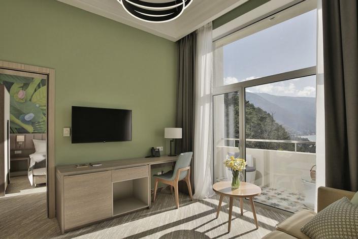 Люкс двухместный двухкомнатный отеля Garden Resort Gagra, Абхазия