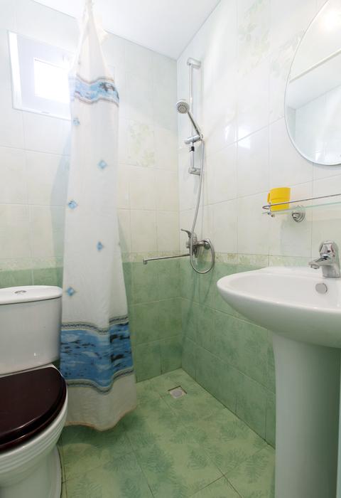 Туалетная комната в Стандартном номере гостиницы Глория