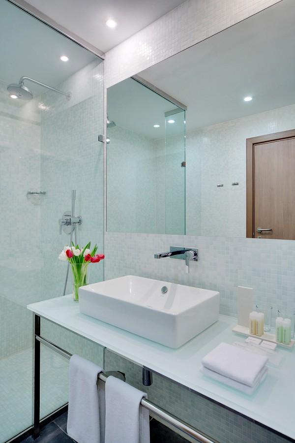 Туалетная комната в номере Golden Tulip Rosa Khutor, Красная Поляна, Сочи