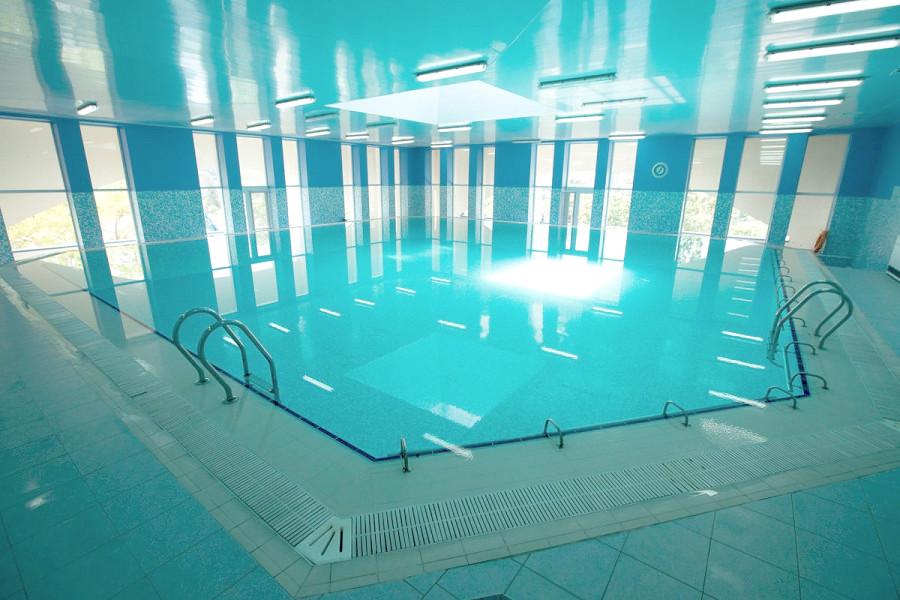 Крытый бассейн санатория Голубая волна