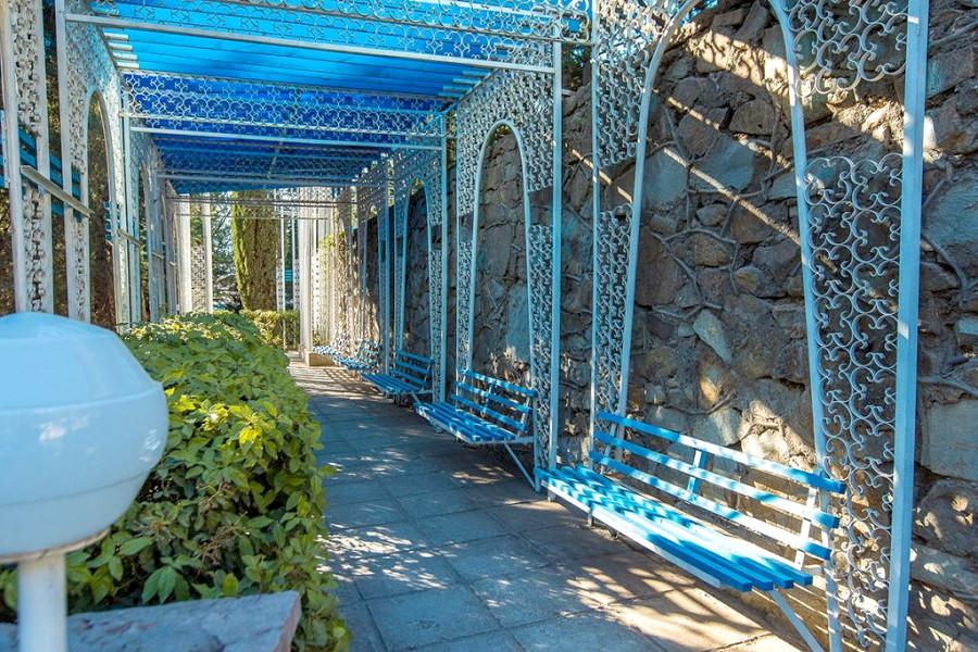 Территория санатория Голубая волна