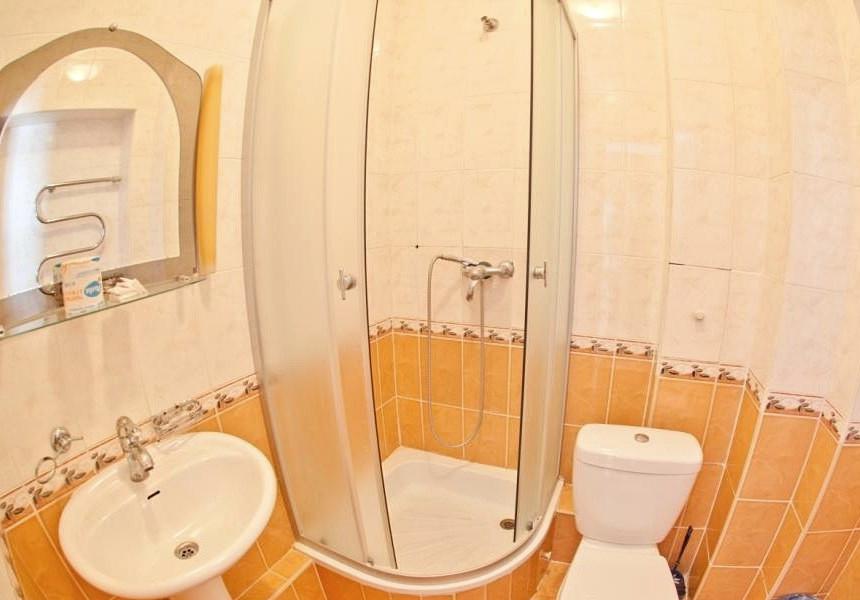 Туалетная комната Стандартного двухместного номера в Корпусе № 1 санатория Горный