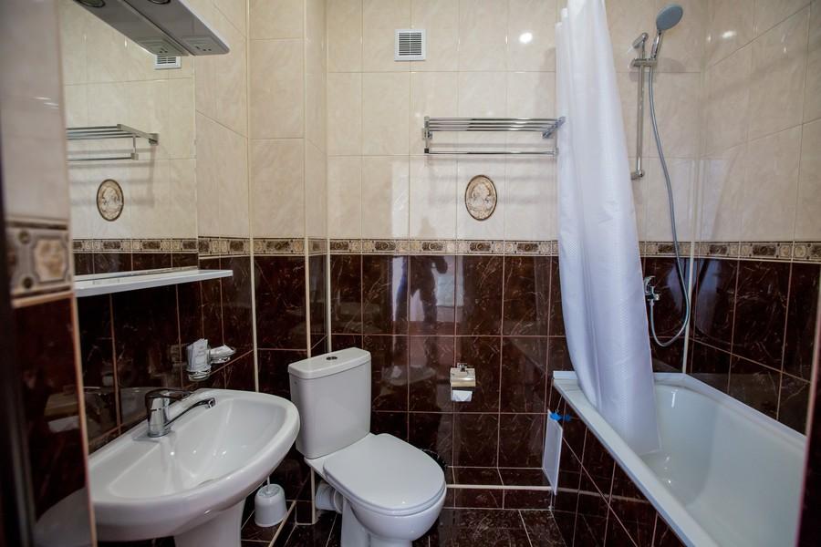 Туалетная комната номера в корпусе Д лечебно-оздоровительного комплекса Горный воздух, Сочи