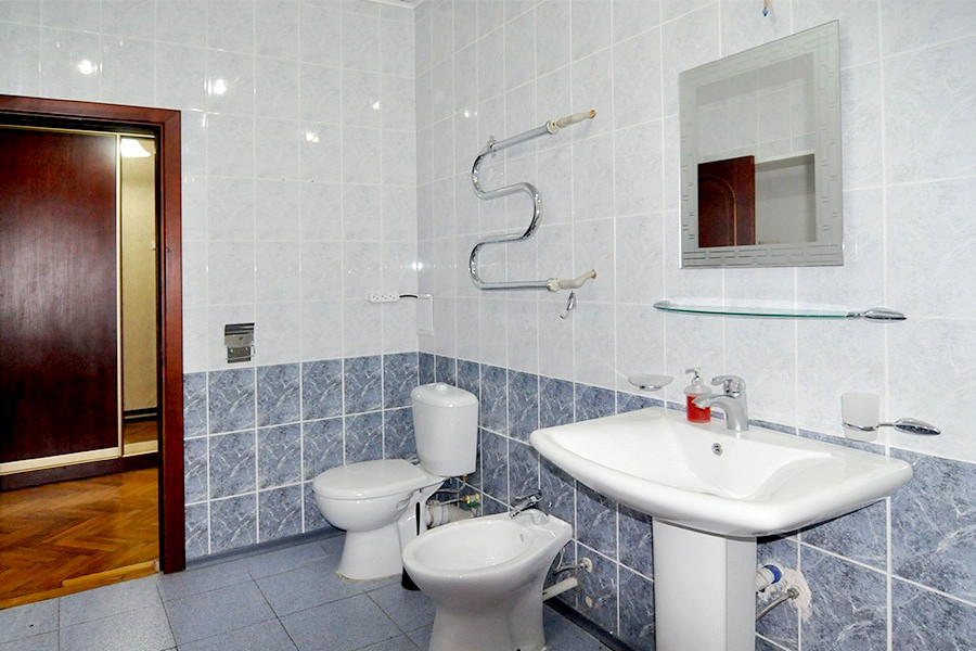 Туалетная комната номера Люкс пансионата Госдача Лдзаа