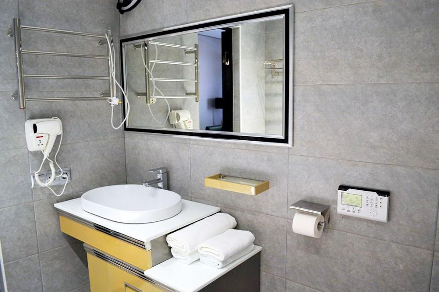 Туалетная комната номера Студия Grand Afon Hotel