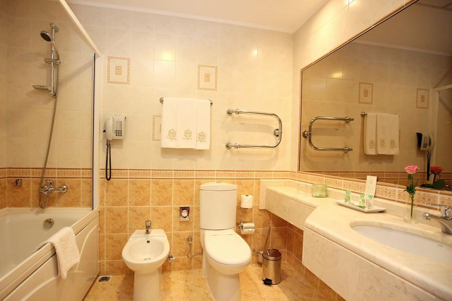 Ванная комната номера Делюкс, Гранд Отель Поляна, Красная Поляна, Сочи