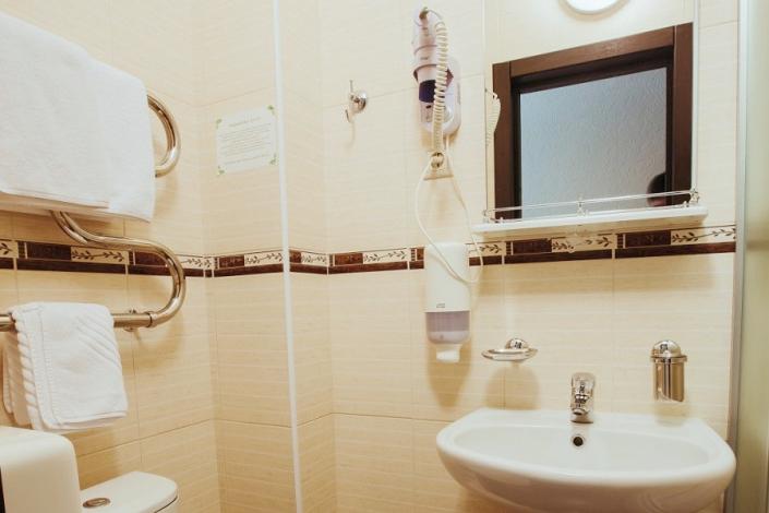 Туалетная комната Стандартного одноместного номера отеля Гранд Прибой