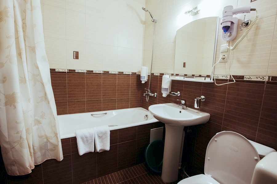 Туалетная комната Семейного номера отеля Гранд Прибой