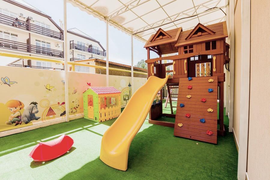 Детская площадка на территории отеля Гранд Прибой
