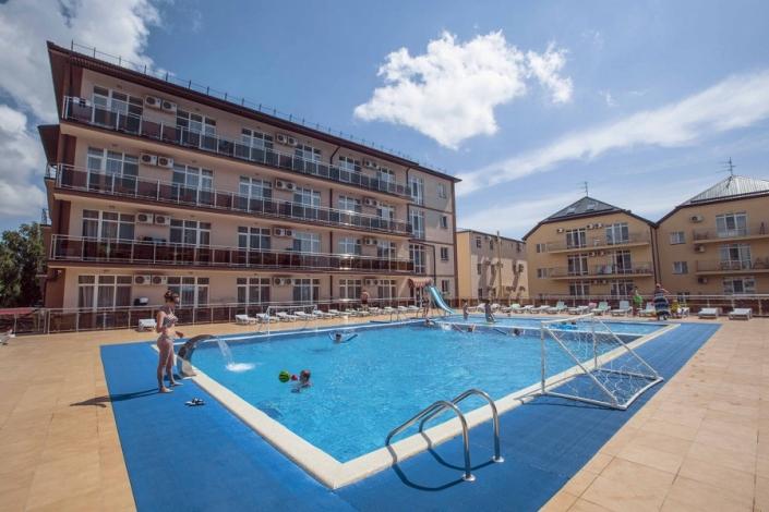 Бассейн отеля Гранд Прибой